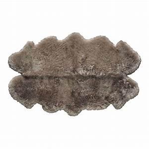 Peau De Mouton : tapis en peau de mouton beige 110 x 180 cm maisons du monde ~ Teatrodelosmanantiales.com Idées de Décoration