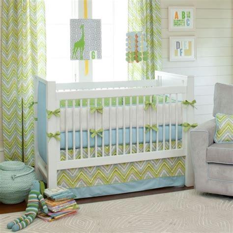 chambre bébé vert et blanc chambre bébé fille en nuances de vert inspirantes