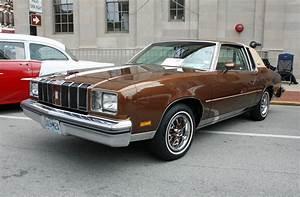 1978 Oldsmobile Cutlass Supreme Brougham 2-Door Coupe (2 o ...