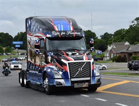 volvo tribute trucks honor military heroes fleet news daily
