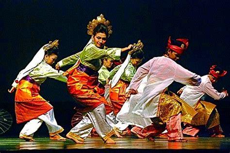 "Dimana memiliki ciri khas jenis japen adalah alat musik yang berasal dari pulau kalimantan tepatnya pada daerah provinsi. Sky Fly: Kepulauan Riau - ""Tarian Adat, Rumah Adat, Pakaian Adat, Senjata Tradisional, Makanan ..."