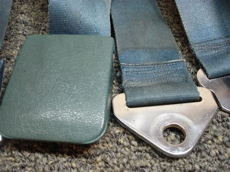 sell    ford mustang gt seatbelt seat belts