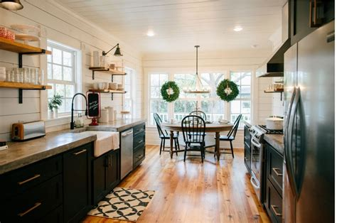 Decorating Kitchen Shelves Ideas - get the look fixer upper b b farmhouse kitchen house of hargrove
