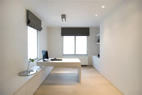 bureau contemporain design bureau épuré avec murs et meubles blancs exid photo n 41