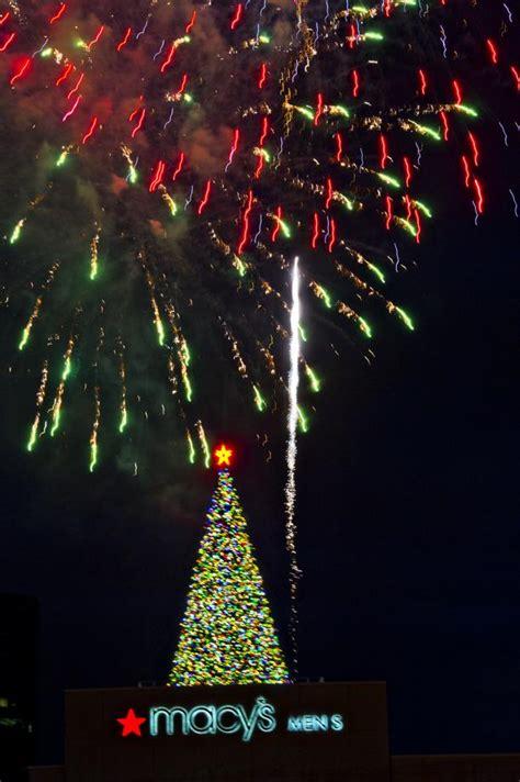photos macy s great tree lighting at lenox square mall