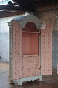 Comment Transformer Une Armoire Ancienne : shabby chic armour blue pink cabinet shabby chic amour interior design furniture repurpose ~ Melissatoandfro.com Idées de Décoration