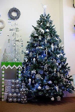 hogarisimo arboles de navidad en azules  morados