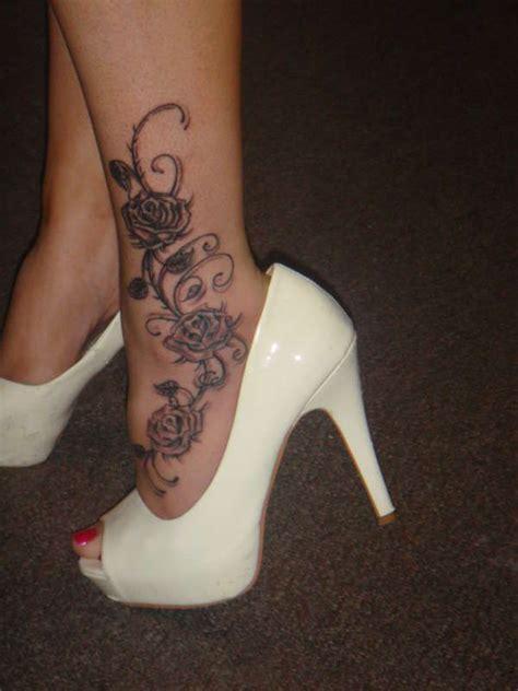 tatouage cheville rose noire femme tattoos ankle