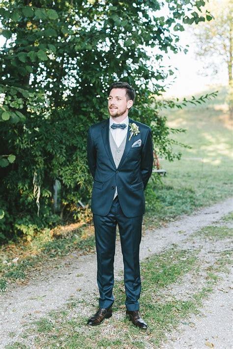 blauer anzug hochzeit stylische diy scheunenhochzeit heil fotografie br 228 utigam groom hochzeit anzug