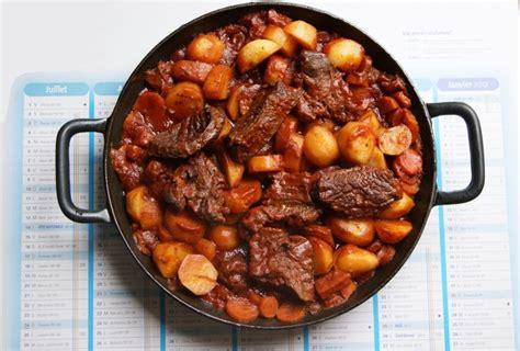 cuisiner du boeuf recette de boeuf bourguignon la recette facile
