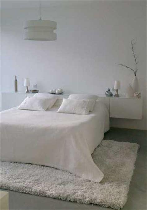 tapis chambre un tapis blanc douillet pour décorer la chambre