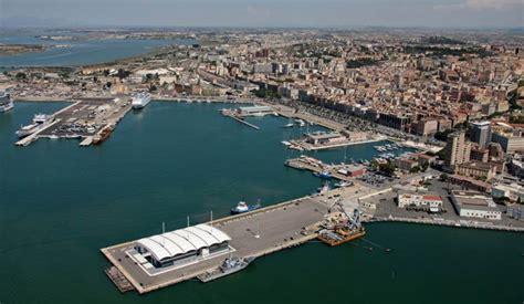 al porto di cagliari tre navi con 5000 turisti a cagliari costa msc e