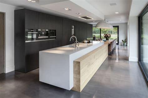 cuisines blanches design une magnifique cuisine avec îlot