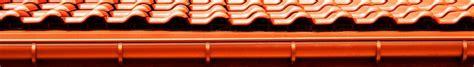 dachrinne montieren zink dachrinne montieren die richtige montage einer regenrinne