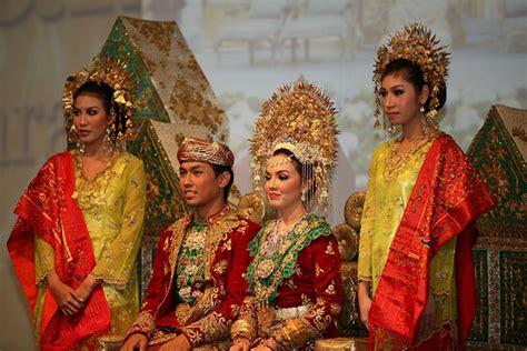 prosesi adat pernikahan minangkabau sumatera barat page