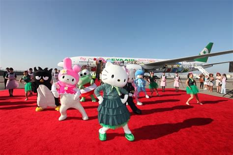 hello kitty plane arrives in u s stuck at the airport