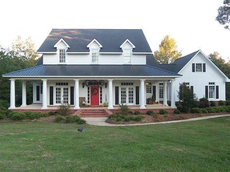 farmhouse  wrap  porch modern house