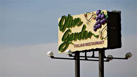 olive garden closing time olive garden defends unlimited breadsticks salad strategy