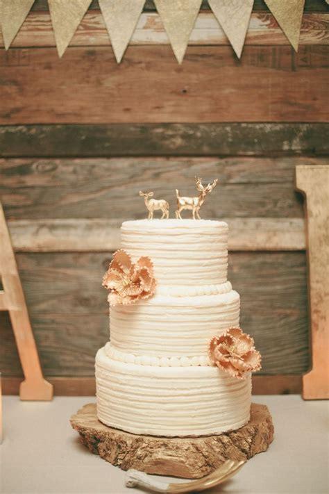 pretty wedding cakes deer pearl flowers