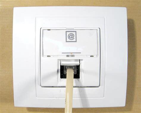 changer une prise telephonique murale prise telephone r 233 solu