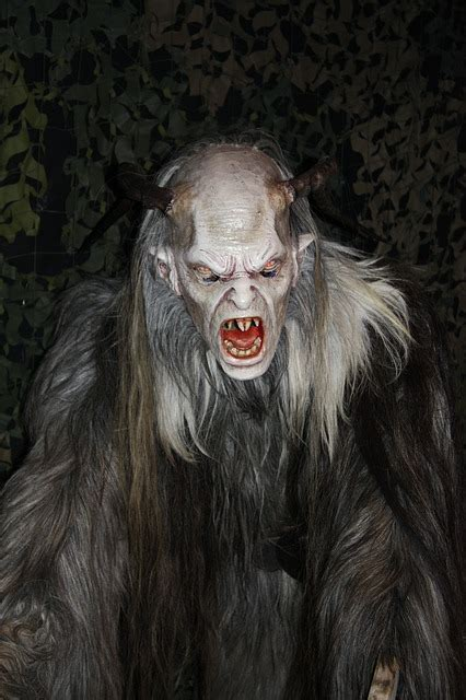kostenloses foto krampus maske boese horror