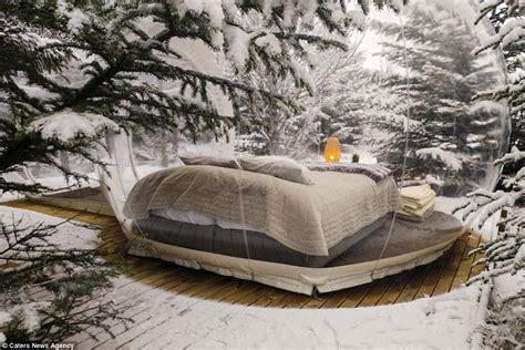 chambre bulle dans la nature en islande vous pouvez dormir dans des bulles au milieu