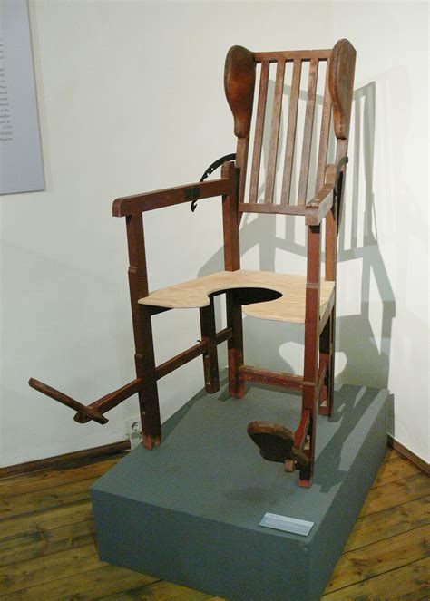 Birthing chair - Wikipedia
