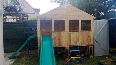 palette cuisine idée de cabane pour enfant avec des palettes et planches
