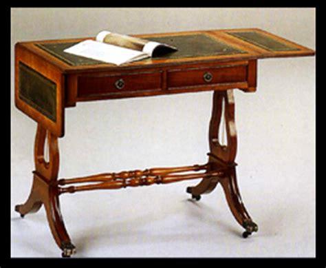 bureau anglais bureau lyre en bois de merisier dessus cuir vert