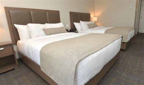 hotel avec service en chambre chambre avec 2 lits et bain thérapeutique hôtel