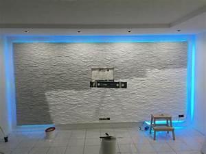 Steinwand Wohnzimmer Tv : die besten 25 tv wand mit led beleuchtung ideen auf pinterest led einbaudeckenleuchten tv ~ Bigdaddyawards.com Haus und Dekorationen
