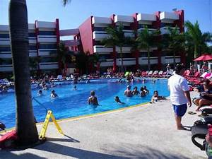 party pool - Picture of Temptation Cancun Resort, Cancun ...