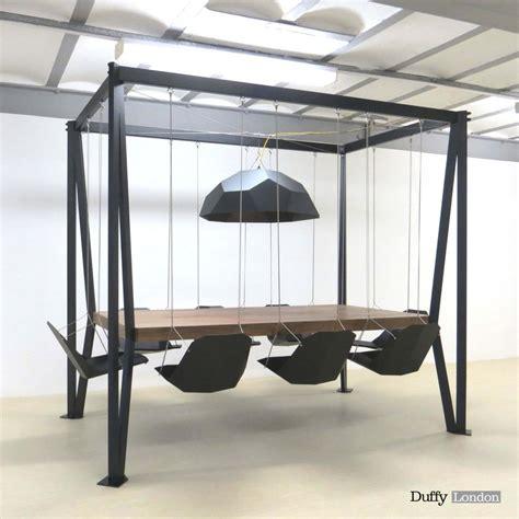 une table design et originale swing table