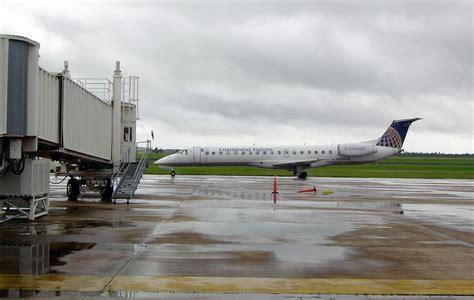 File:ExpressJet Airlines ERJ-145 arriving at Brownsville ...