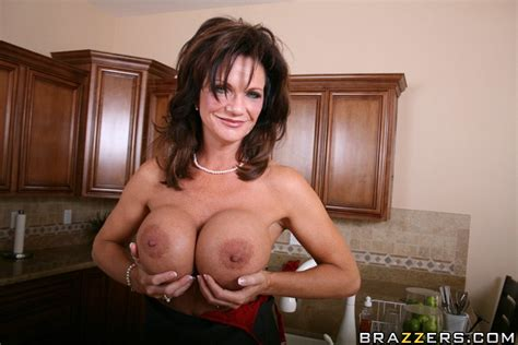Mature Deauxma With Big Boobs Seduces A Guy For Hardcore