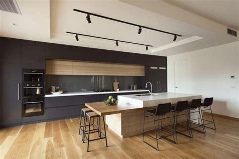 cuisine et parquet cuisine contemporaine avec parquet clair