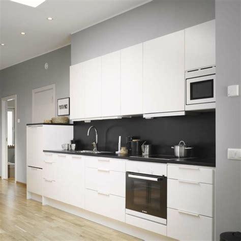 cuisine intemporelle la cuisine moderne blanc élégante et intemporelle