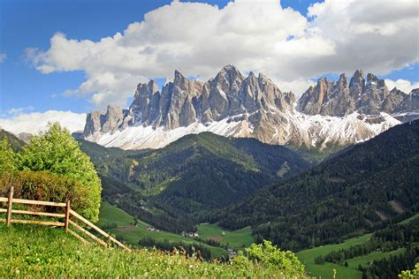 mountain range between and italy dolomites italy beautiful places to visit