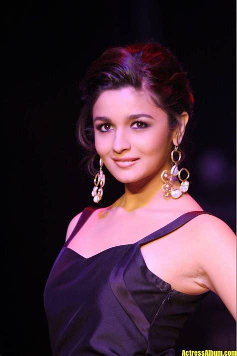 alia bhatt hot sexy ramp walk   black dress actress album