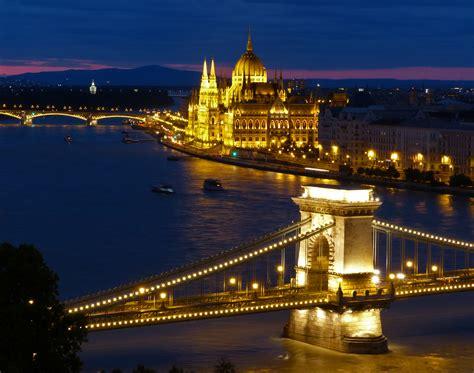file  budapest kettenbruecke parlament