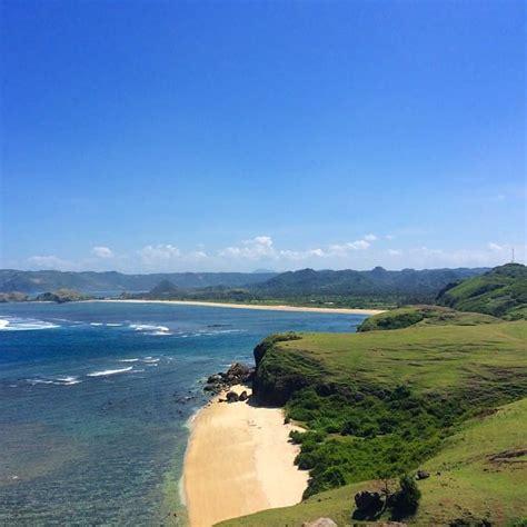 segurat pesona alam wisata pantai kuta lombok  bukit