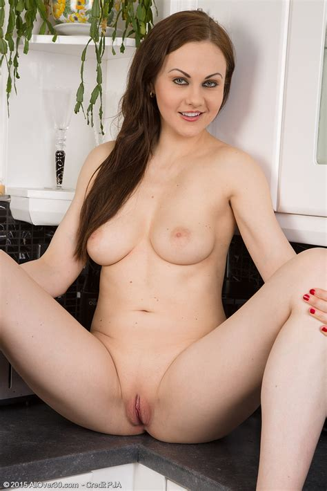 She Loves The Kitchen Sexy Pose Naked To Show