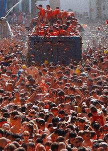 Thousands Take Part In Spainu002639s Tomatina Festival In 2019