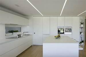 Indirekte beleuchtung und raume in neutralen farben for Indirekte beleuchtung küche