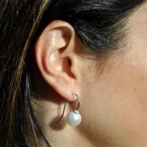 Grosse Boucle D Oreille : boucle d oreille grosse boule blanche bijoux co teux ~ Melissatoandfro.com Idées de Décoration