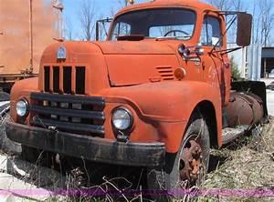 1959 International R190 Series 195a Semi Truck