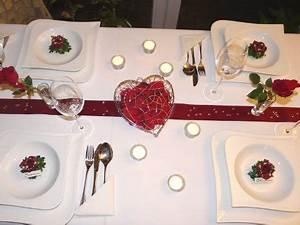 Tischdeko Hochzeit Rot : tischdeko in rot mit teelichtern foto ~ Yasmunasinghe.com Haus und Dekorationen