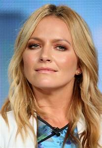 Becki Newton - 'Weird Loners' Panael at the TCA Press Tour ...