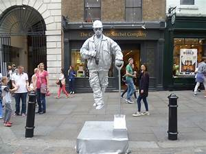 Painted figure in Covent Garden © Marathon cc-by-sa/2.0 ...