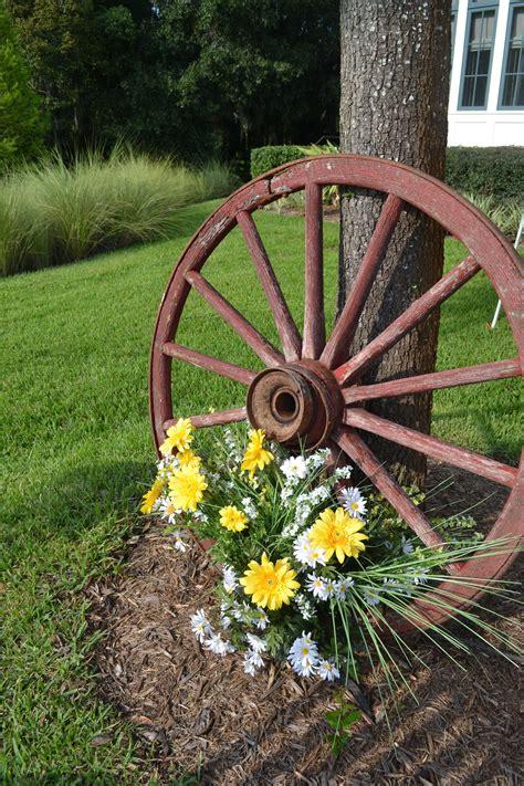 Yard Decoration Ideas - creative backyard wedding decorations wagon wheels